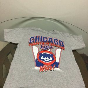 """Chicago Cubs Chicago Wants It More """"W"""" Shirt Large"""